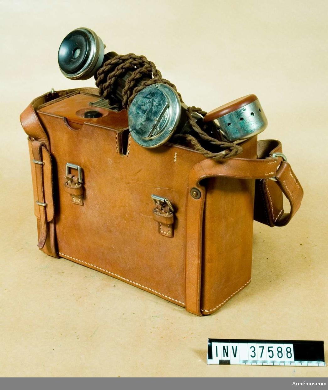 Samhörande nr 37588-9, telefonapparat, väska. Grupp H I.