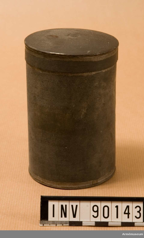 Grupp H III.   Samhörande nr AM.039042-AM.039044, niktlampa, ask, flaska t magnesium.