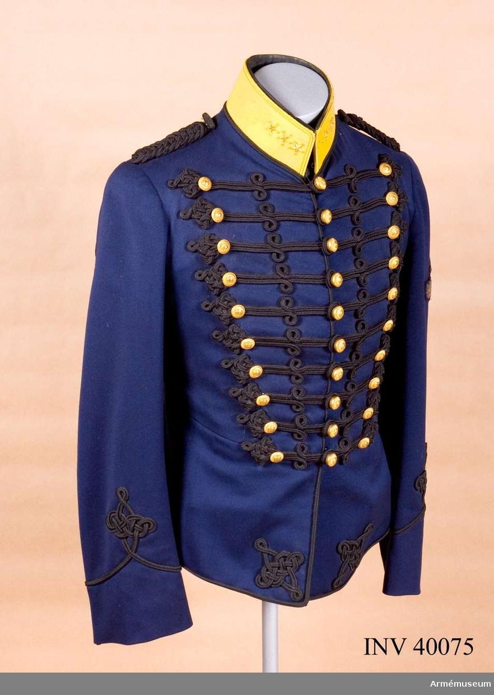 Grupp C I. Uniform för kapten utbildad till flygförare. För AMV:s artilleritropp.