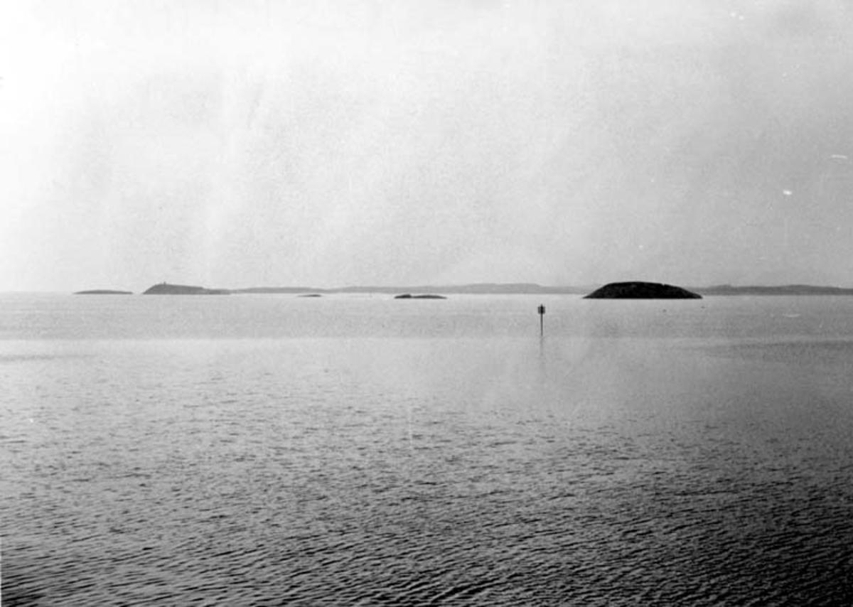 Skrivet på baksidan:Åmøy - symarha 28/8 1967 Fotograf: Henning Henningsen Fotot taget: 1967-08-28