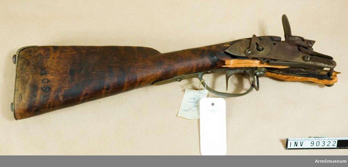 Skadad mekanism och kolv till flintlåsgevär?   2005-10-09 EW Sprängskjuten?