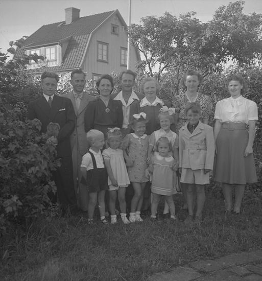 """Text till bilden: """"Fru Emanuelsson, Höjden. 60 år. 1948.07.20"""""""