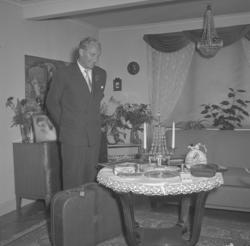 """Text till bilden: """"Hans Klint, Badhusgatan. 50 år. 1952.07.2"""