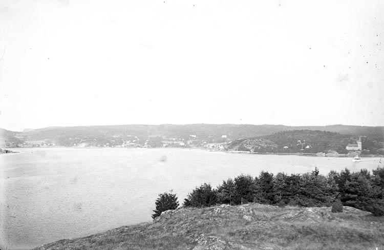 """Text till bilden:""""Ljungskile från Ulvöbaden""""."""