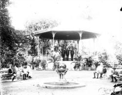"Enligt fotografens notering: ""Public Garden Danville - Band"