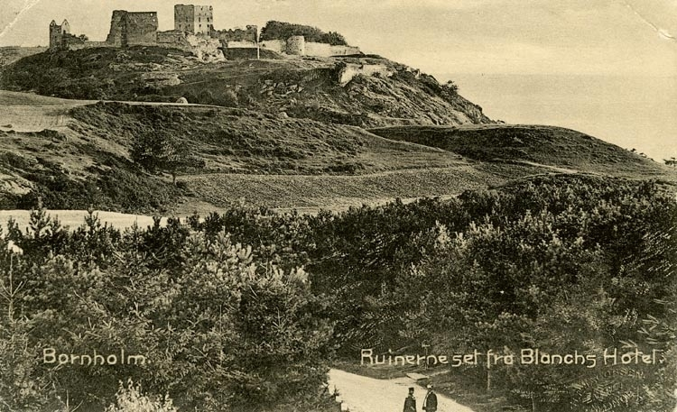 Notering på kortet: Bornholm. Ruinerna set fra Blanchs Hotel.