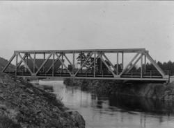 """""""Järnvägsbron vid Vargön. Västergötland. U.W.H.J"""" enligt tex"""