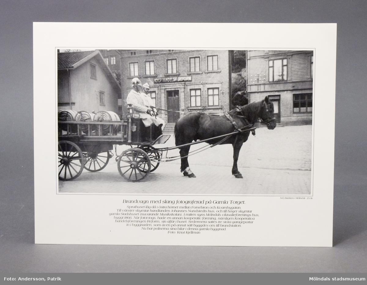Reproduktioner av gamla bilder från Mölndal utgivna av Skandinaviska Enskilda Banken till 25 års-jubiléet i Mölndal. 6 st svart-vita fotografier.