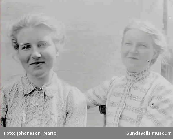 Porträtt av ev. systrarna Persson.