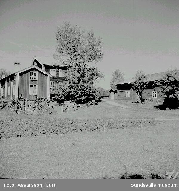 Halvarssons mangårdsbyggnader i Övertuningen