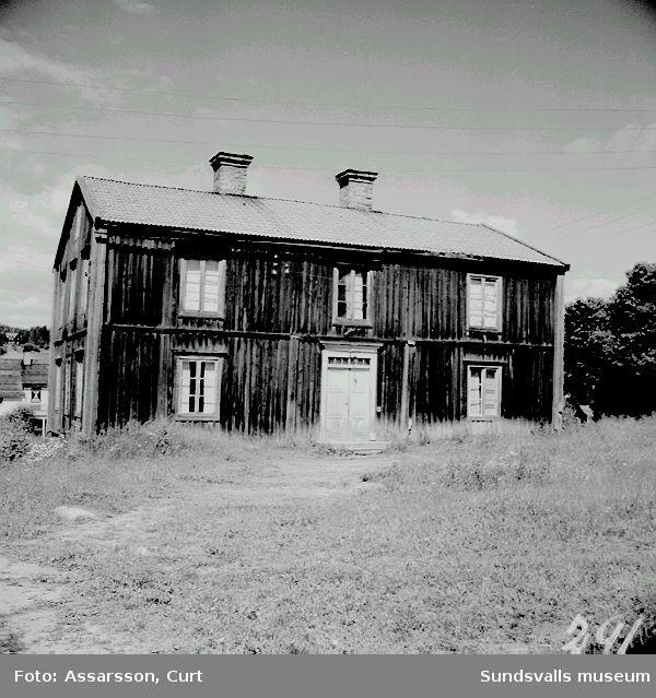 """Gammal mangårdsbyggnad i Laggarberg, """"Vesterlunds""""."""