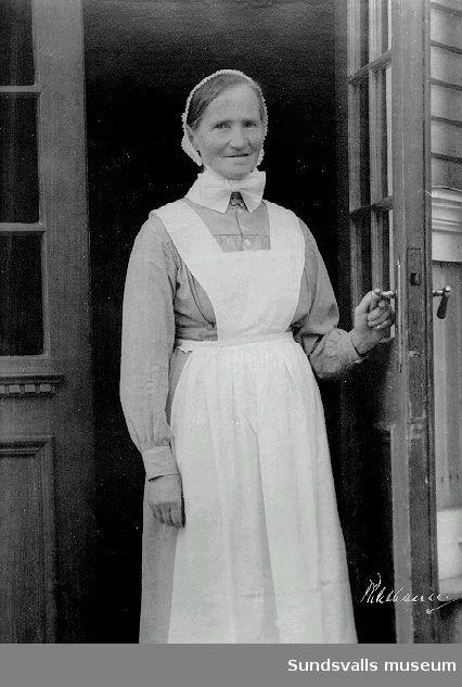 Porträtt, kvinna i sköterskeuniform.