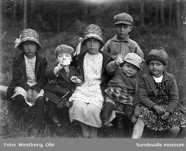 Fr v kusinerna Margit, Ingemar, Linnea och Karl-Gunnar Larsson, Sven-Olov och Anne-Marie Westberg, 1930.
