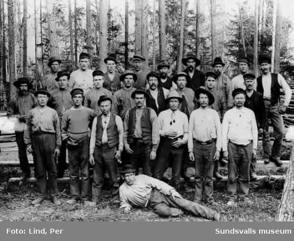 "Alby 1898.""Grupp vid schakten""."