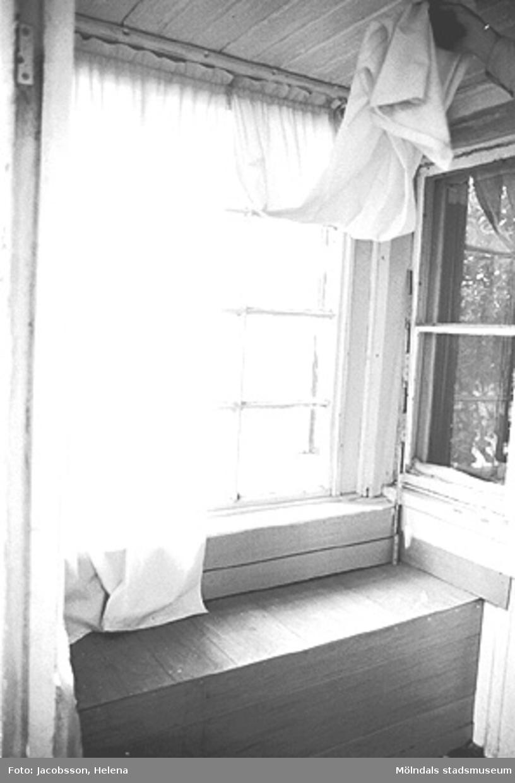 Fönster i bostadshus på Roten M 28 i Mölndals Kvarnby, 1972.