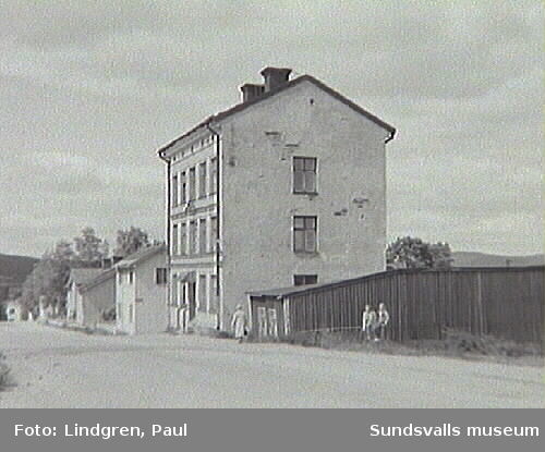 Bleckslagaregatan 30.  Nymanska huset. Uppfördes kring tiden för det gamla Stenhammaren 1867 av en åkare vid namn P. O. Nyman. Hade ett rykte om att inhysa prostituerade vid senare delen av 1800-talet.