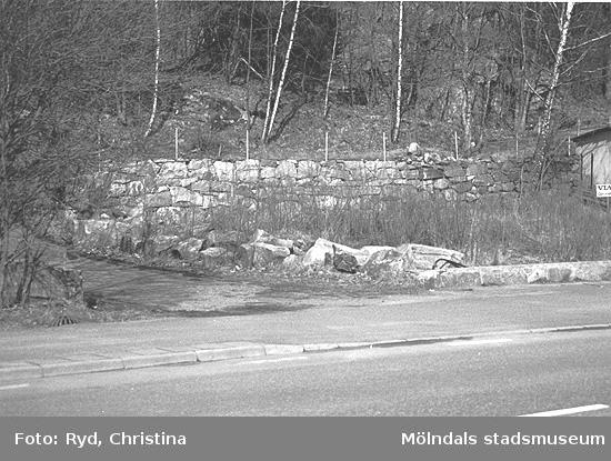Uppfartsväg till hus som skall bevaras på Rådavägen 5, Stensjön, norra sidan. Bilden är tagen 1991.