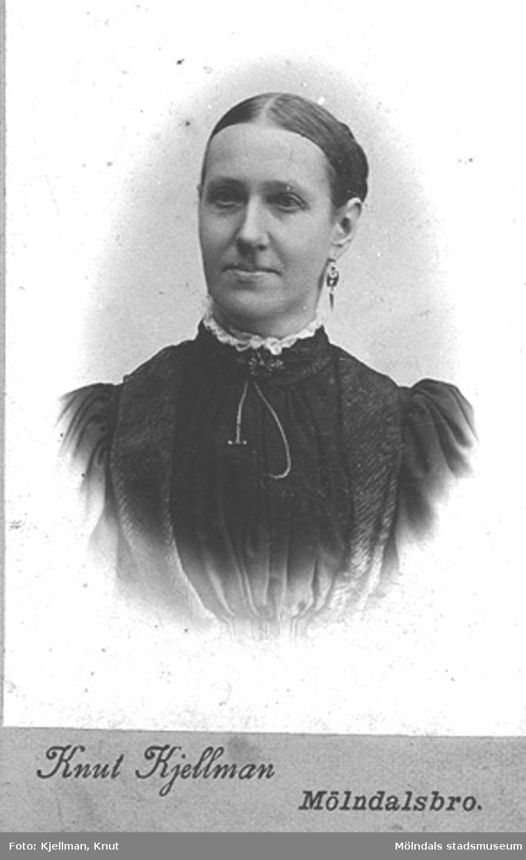 Ateljéfoto av en okänd kvinna, 1900-tal.