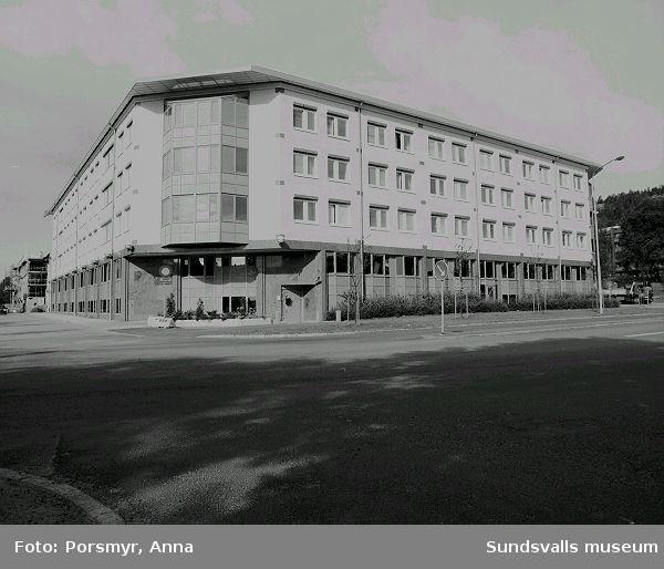 Televerkets kontorsbyggnad i kv. Öskaret. Byggnaden, ritad av FFNS Arkitekter i Sundsvall, stod klar 1990.