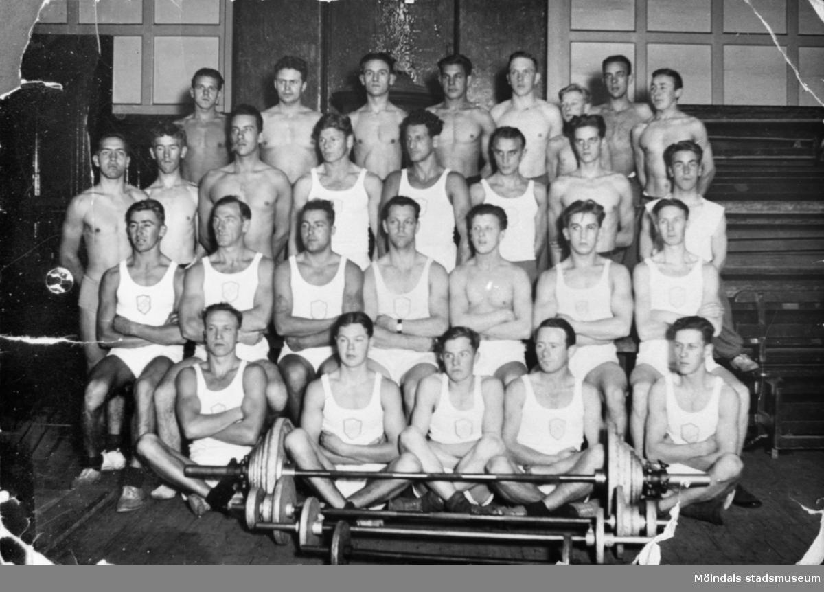 Mölndals Atletklubb, 1935. Helmer Garthman sitter på andra raden, nr fem, från vänster. Einar Grek sitter till vänster om Helmer.