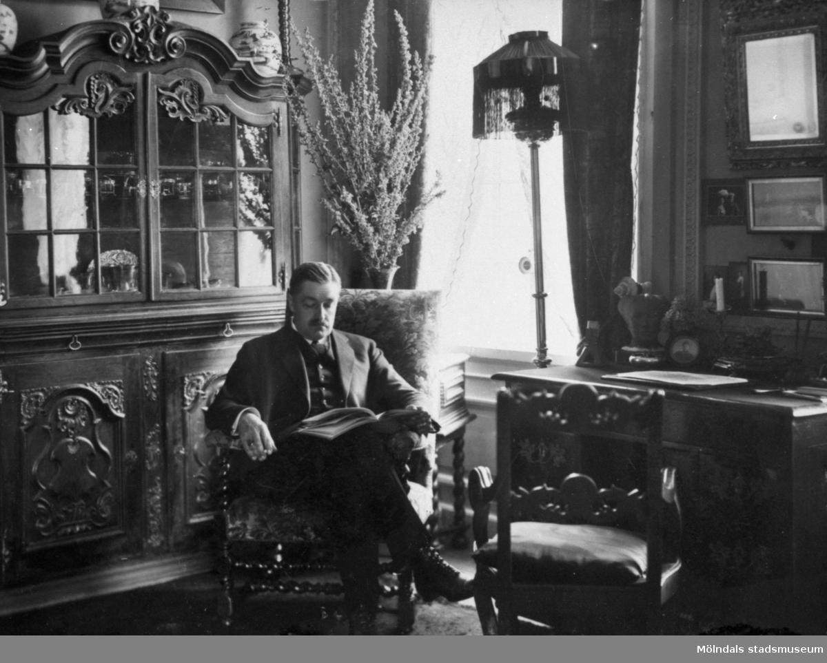 Carl Ambjörn Gustaf Sparre (1863-1917), cirka 1910. Gift med fru Hilda Rakel Maria Sparre f. Denninghoff (1868-1948).