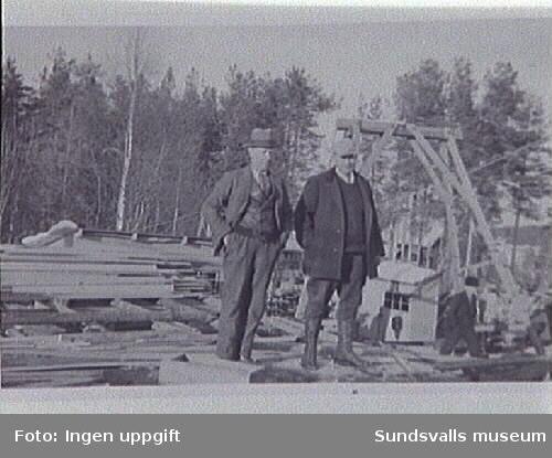 Vid Versteghs Österforse vid Faxälven, Långsele, fanns massafabrik, järnbruk, träsliperi och kraftstation.