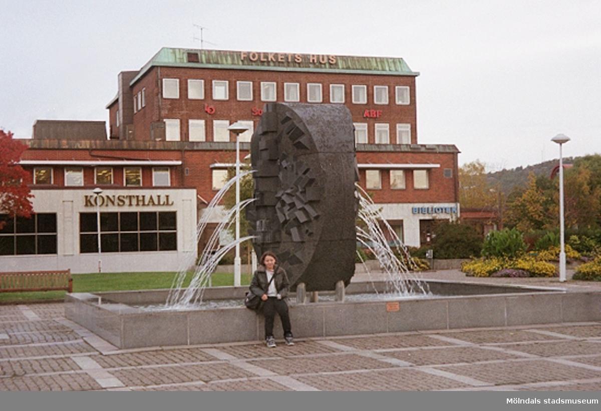 MMF1996:1324-1337 Åbyskolan 8A grupp 5.MMF1996:1338-1351 Åbyskolan 8A grupp 6.Se även MMF1996:0913-0940.