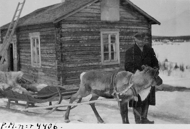 """Lantbrevbärare J.K.A. """"Posti-Kalle"""" på linjen Muonionalusta-Karesuando 1910-talet."""