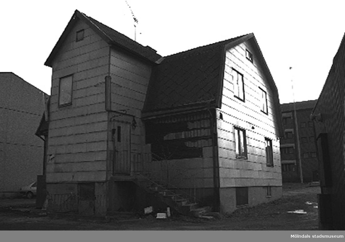 Bilhandel i Mölndal. Från nordost.Göteborgsvägen 64, Fjällämmeln 4, Kvarnbyn 1996-03-18.