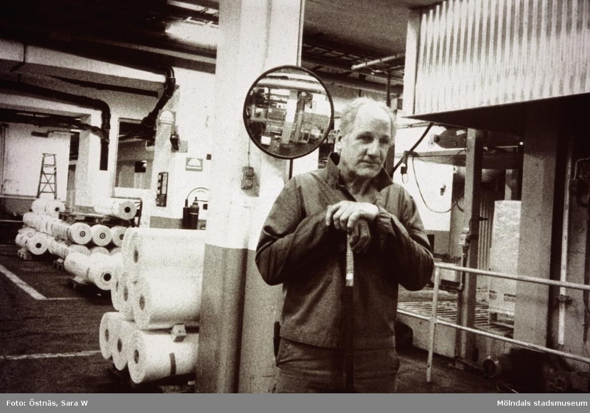 Arne Larsson i arbete på Papyrus i Mölndal, år 1990.