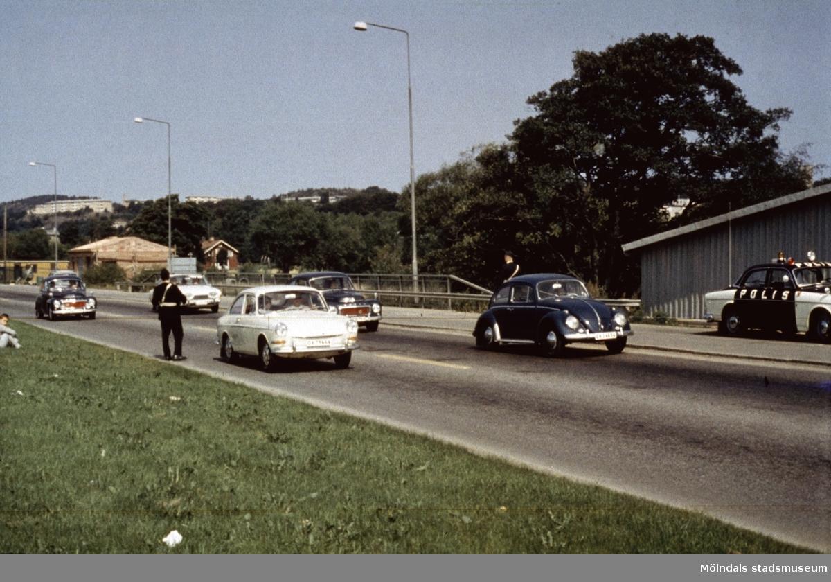 Poliskontroll på Kungsbackavägen i Mölndal, 1960-tal.