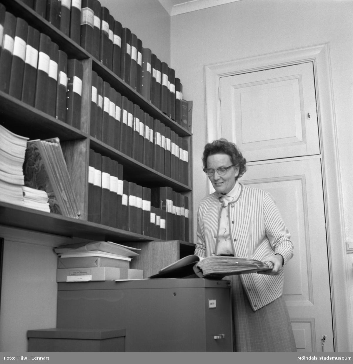 Kvinna i arbete på Papyrus i Mölndal, 19/9 1962.