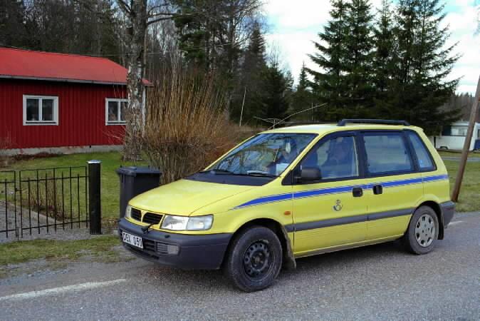 Lantbrevbärarbil i trakten kring Knivsta norr om Stockholm.