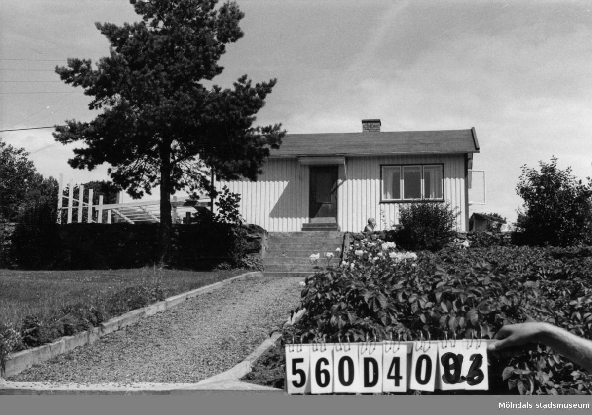 Byggnadsinventering i Lindome 1968. Gastorp 1:37. Hus nr: 560D4026. Benämning: fritidshus, redskapsbod och garage. Kvalitet, fritidshus och redskapsbod: god. Kvalitet, garage: mycket god. Material, fritidshus och redskapsbod: trä. Material, garage: sten. Övrigt: tillbyggnad. Uterum göres. Tillfartsväg: framkomlig. Renhållning: soptömning.