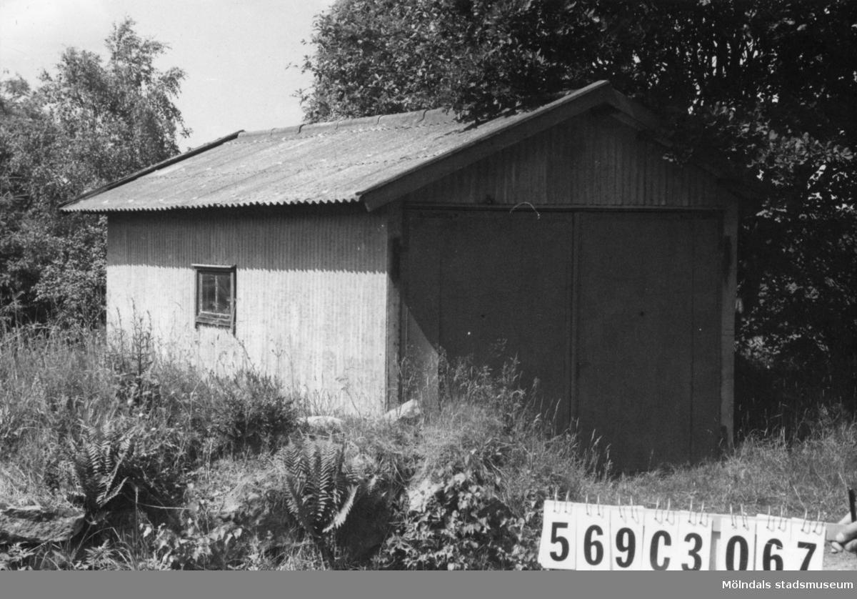 Byggnadsinventering i Lindome 1968. Lindome (9:1). Hus nr: 569C4067. Tillhör 569C4066. Benämning: garage. Kvalitet: god. Material: plåt. Tillfartsväg: framkomlig.
