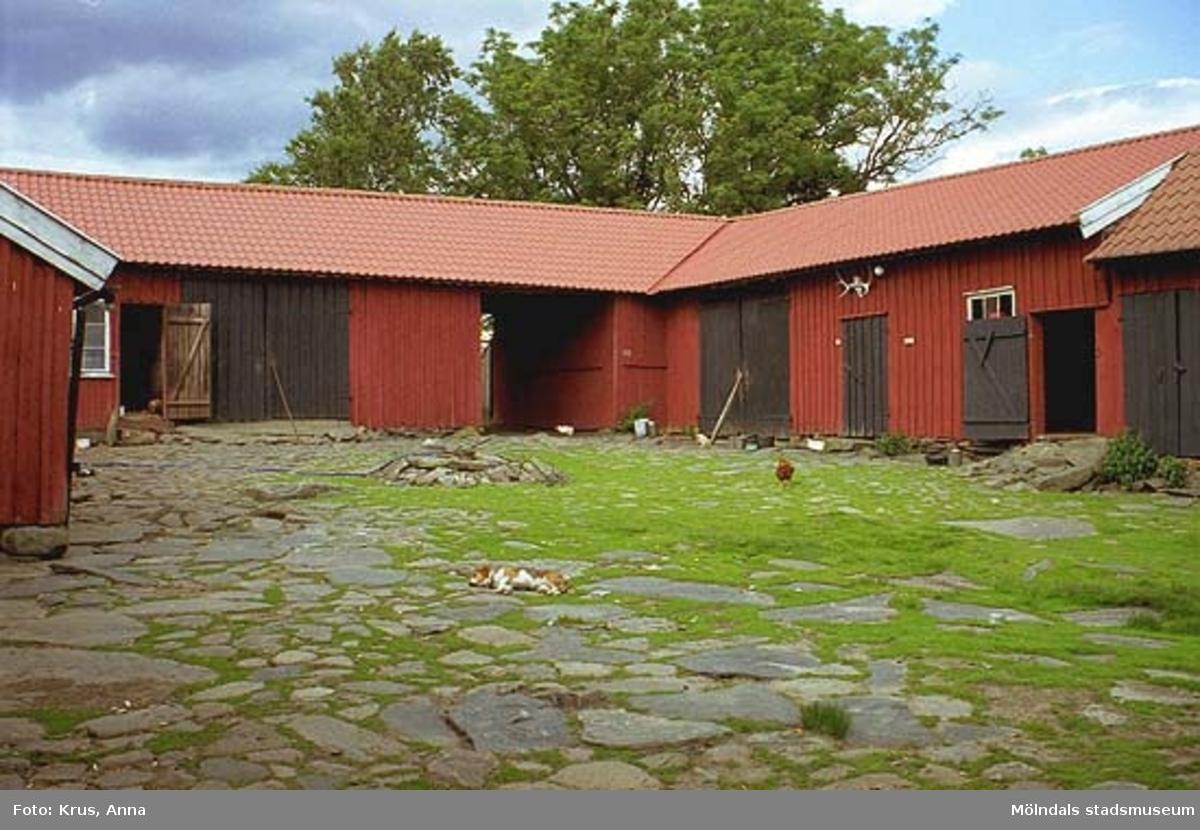 Ranntorp 2:2. Innergård med stall/portlid sett från sydväst.