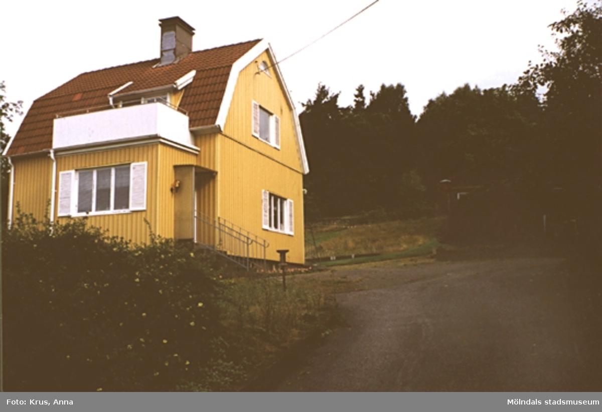 Fässberg 1:14. Mycket omgjord villa från 1934; sett från söder.