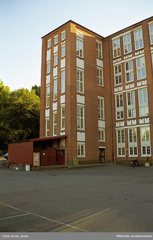 Kängurun 18 - Krokslätts fabriker f. d. Spinneriet från nordost, del av fasad.