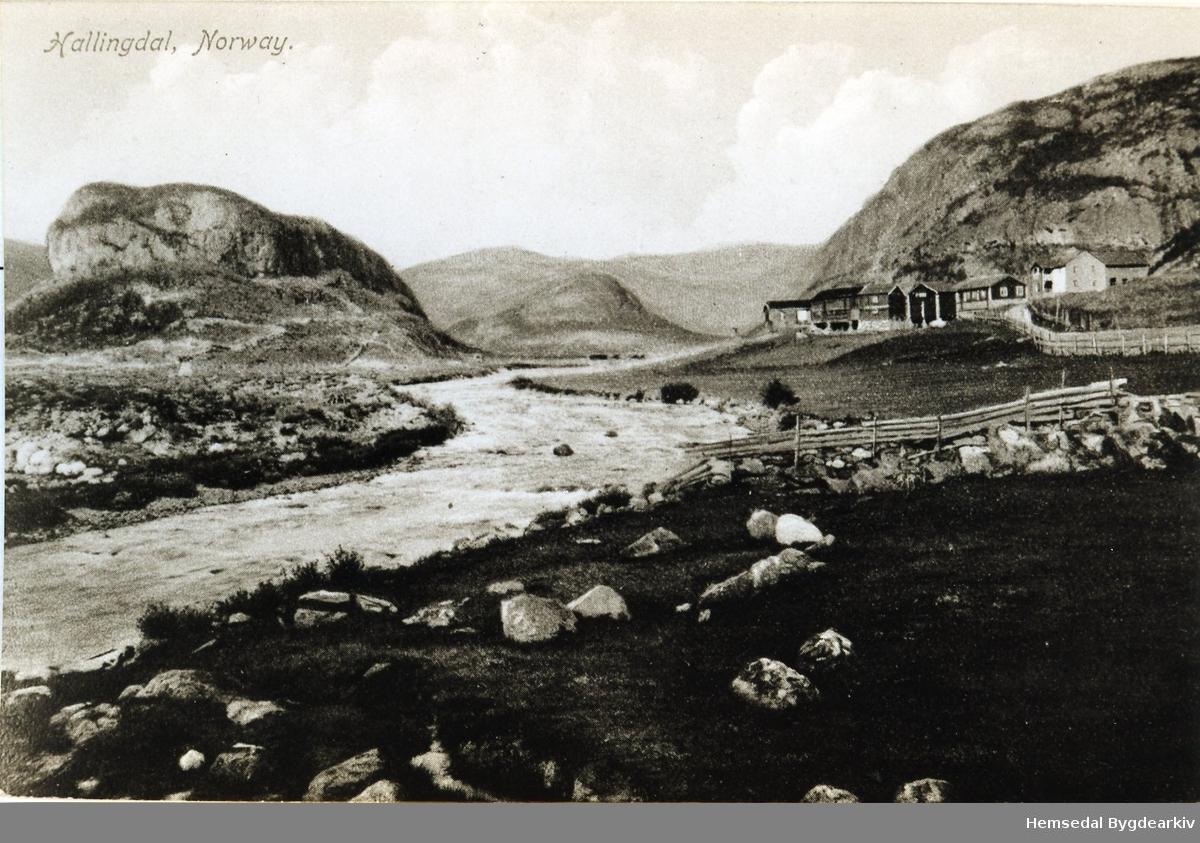 Fausko skysstasjon mot Grøndalen. Elva heiter Grøndøla.