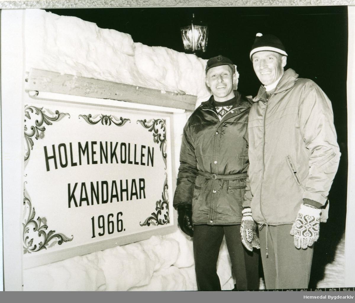 """Frå venstre: Arild Smith Kielland og Olav Dokk. Smith Kielland var formann i """"Foreningen for skiidrettens fremme"""" som var medarrangør i Holmenkollen Kandahar-rennet i 1966 i Hemsedal skiheiser."""