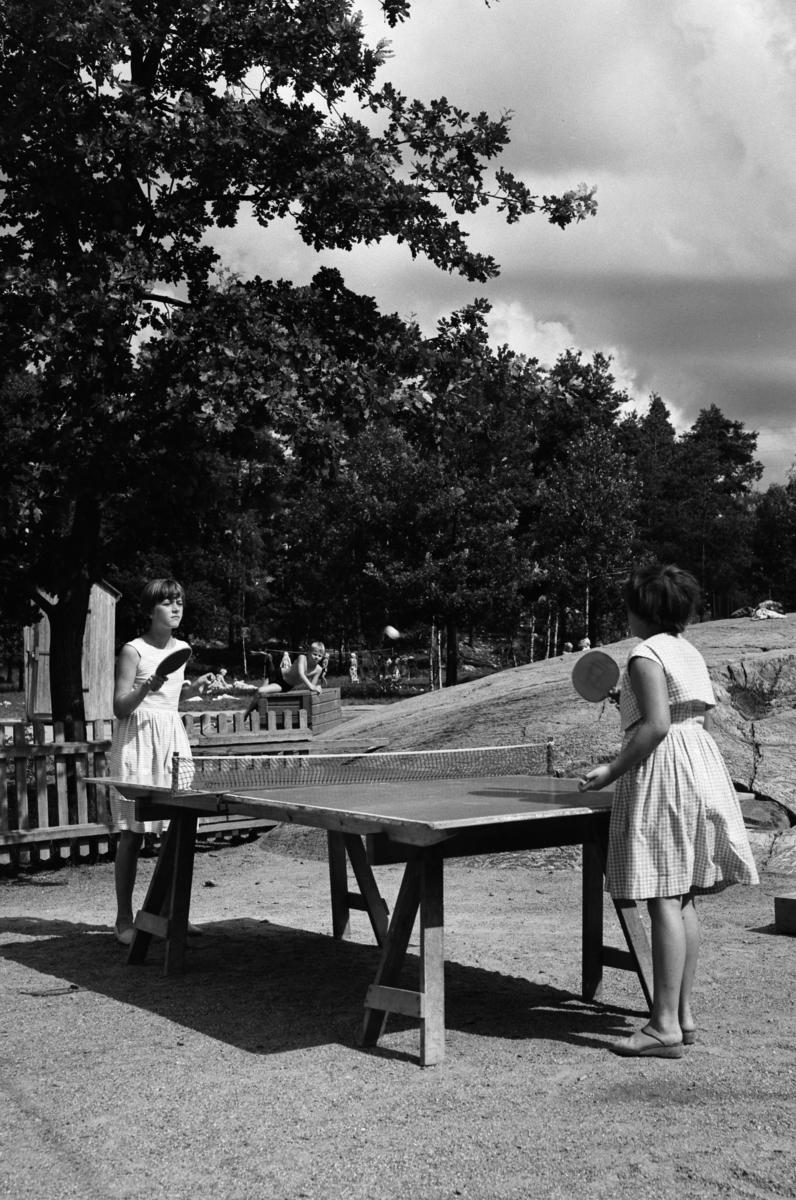 Parkområde Pingisspelande flickor