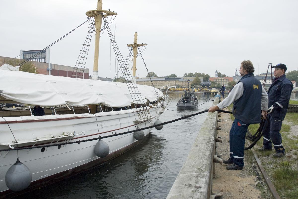 Jarramas bogseras till Karlskronavarvet för renovering