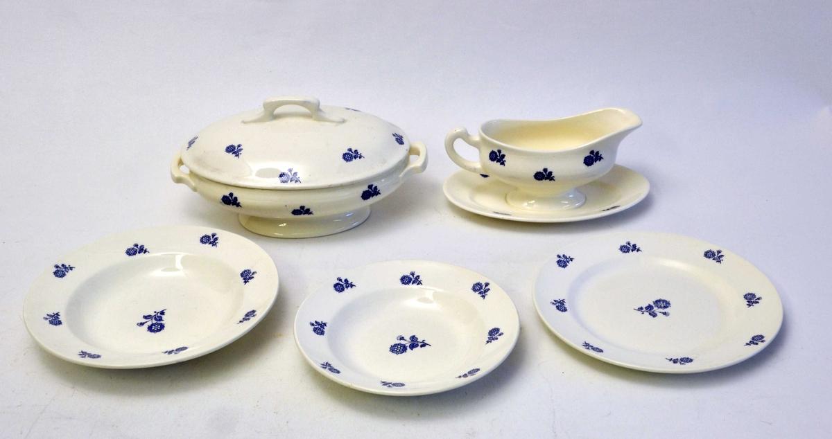 Middagsservise  med enkel stilisert blomsterdekor: 12 tallerkenar - 12 suppe tallerkenar - 11 dessert skåler - 2 sausekoppar - 1 rundt serveringsfat - 3 ovale serveringsfat - 2 ovale serveringsskåler - 1 terrin