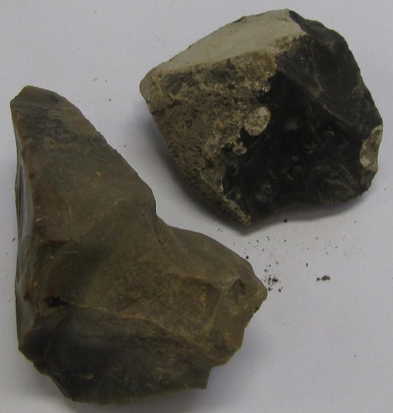 Två stenar av flinta.