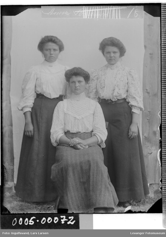 Gruppebilde tre søstre.