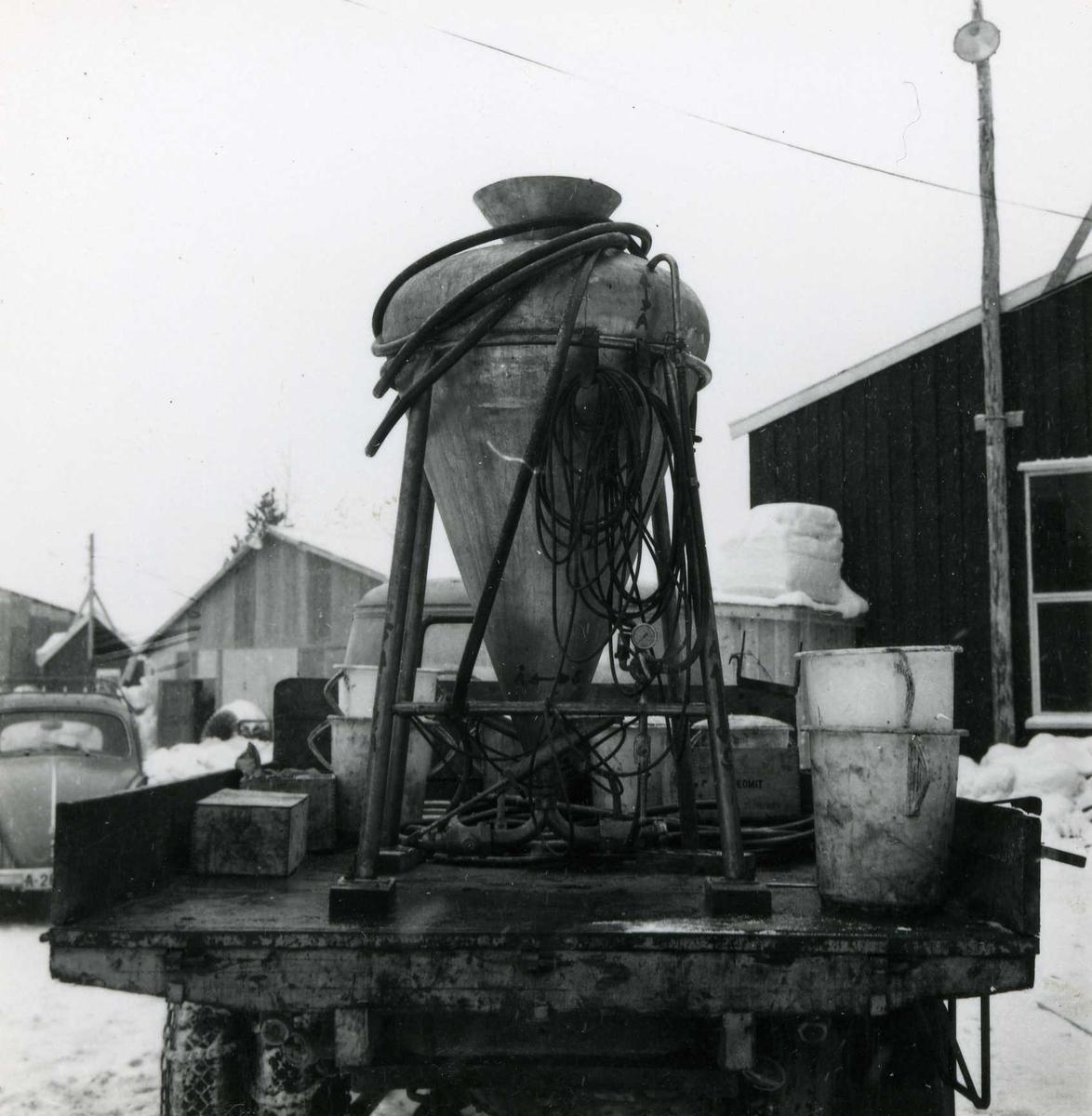 Tilløpstunnel frå Vesås. Berjett. Transport av flytande sprengstoff. Før dette blei berjetten bruka til støyping.