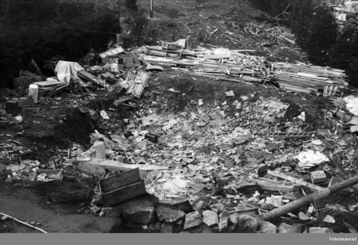 Bombeangrep på Laksevåg. Krigsskader
