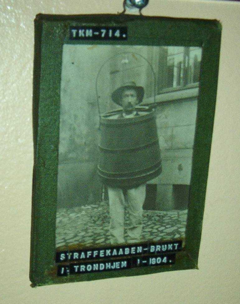 Mann iført spansk kappe.