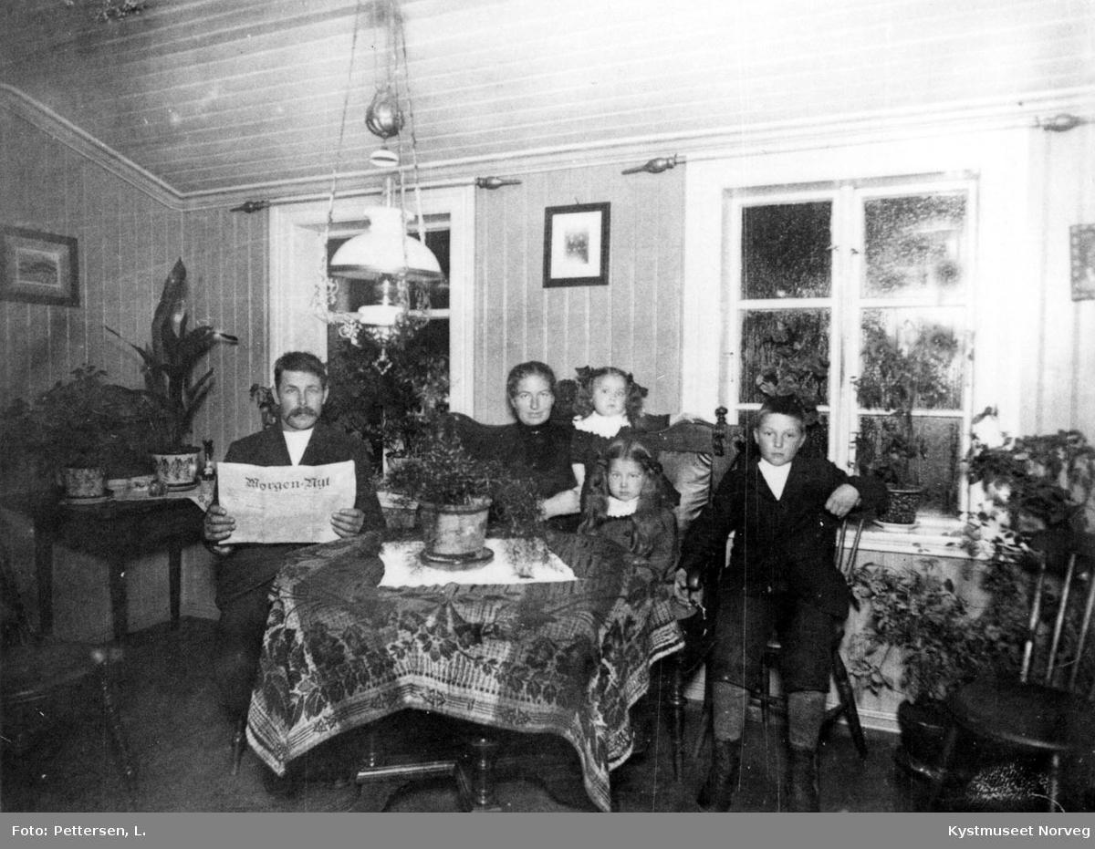 Lorentz og Olea Vik med barna Ingrid, Sofie og Øystein