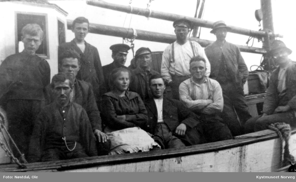 Nærøy og Bindal kommune. Ukjente personer ved Rødseidebruket-Hjelmsengbruket i båt